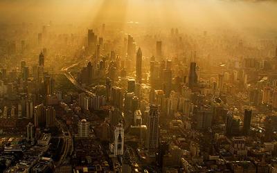 Un-macaragiu-chinez-a-surprins-în-imagini-ULUITOARE-oraşul-Shanghai-de-la-peste-600-metri-înălţime