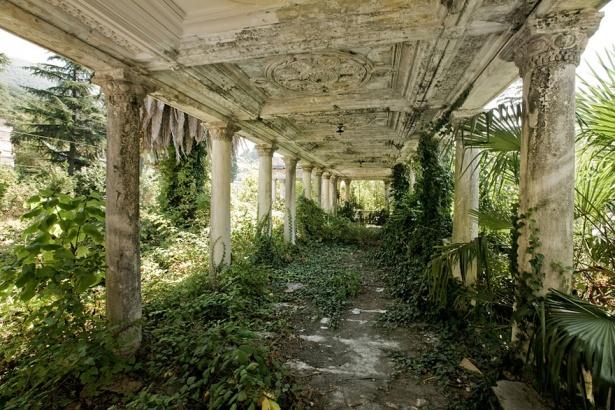 14. Gara abandonată în Abkhazia, Georgia.