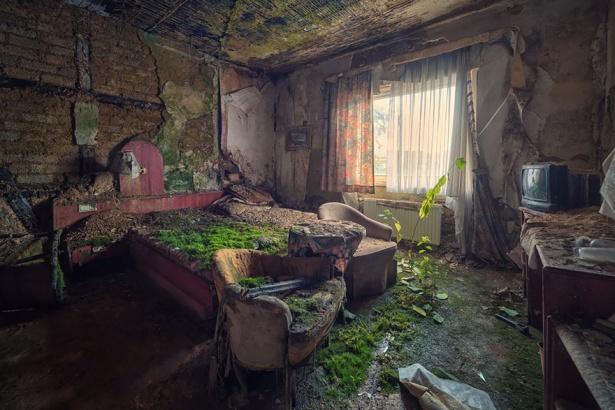 18. Camera de hotel abandonată.