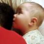 bebe-isi-trezeste-tatal