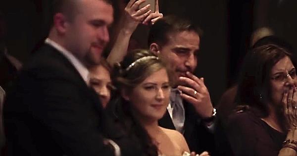 La nunta sa, o mamă a avut parte de surpriza vieţii ei. Priviţi momentul care a adus lacrimi pe chipurile tuturor!