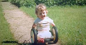 Băiatul se născuse fără mâini şi picioare - apoi bunica îi spune 9 cuvinte care i-au schimbat viaţa pentru totdeauna