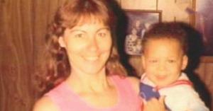 Această mamă a adoptat un copil pe care nimeni nu-l dorea. 28 de ani mai târziu are parte de surpriza vieţii ei