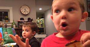 Tatăl îşi întreabă băieţelul de 4 ani dacă se va căsători. Răspunsul copilului a amuzat o mulţime de oameni