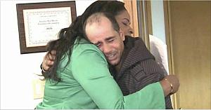 Un om fără adăpost returnează 10.000 de dolari: Cadoul pe care îl primeşte a impresionat o lume întreagă