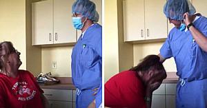 Medicul îi face o remarcă nepoliticoasă pacientei, apoi îşi îndepărtează masca şi o lăsă pe femeie cu ochii în lacrimi