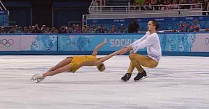Acest cuplu de patinatori lasă publicul fără cuvinte atunci când execută un element la care nimeni nu se aştepta