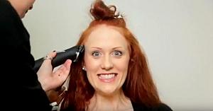 O frumoasă roşcată decide să-şi scurteze părul. Transformarea ei finală o face de nerecunoscut