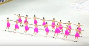Au intrat pe gheaţă şi au aşteptat ca muzica să înceapă. Urmăriţi-le ce fac la minutul 1:18. Wow!