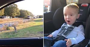 Mămica îşi duce copiii să vadă pentru prima dată un tren. Reacţia băiatului este fantastică