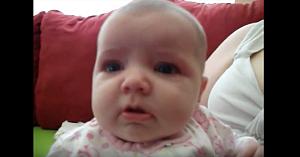 """Tatăl îi spune """"Arată-mi buza bosumflată"""". Reacţia fetiţei este de tot hazul"""