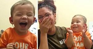 Acest băieţel de 2 ani se născuse complet surd. Priviţi-i reacţia când aude pentru prima dată vocea mamei