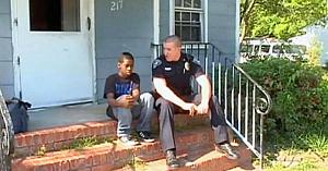 Un băiat de 13 ani vrea să fugă de acasă şi sună la poliţie - Apoi ofiţerul descoperă crudul adevăr