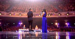 Mama se alătură fiului ei pentru un duet care îi lasă pe toţi cei prezenţi cu ochii în lacrimi