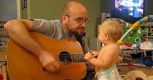 Tatăl îi cântă o melodie de-a lui Bon Jovi fetiţei sale. Nu avea nicio idee că va fi martorul talentului ei secret