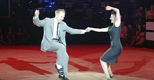 """Au venit în faţa tuturor pentru a interpreta o coregrafie în stil """"Dirty Dancing"""", lăsând instantaneu publicul fără cuvinte"""