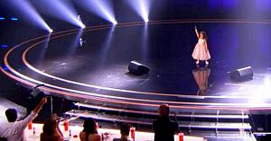 Această micuţă de 5 ani spune că nu-şi doreşte premiul de 1 milion USD, în schimb cântă o melodie demonstrând motivul ei