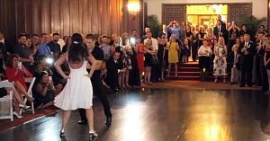 Mirii întrerup petrecerea de nuntă pentru a dezvălui tuturor un moment coregrafic cu totul special