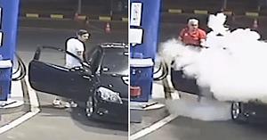 """Când acest şofer iresponsabil refuză să stingă ţigara la benzinărie, angajatul îi oferă un ajutor """"neaşteptat"""""""