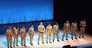 10 tineri talentaţi cântă o melodie celebră: câteva clipe mai târziu publicul explodează în hohote de râs. Fantastic!