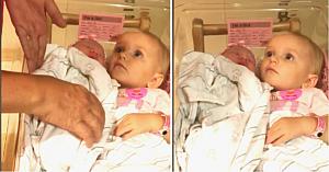 Bunica îi cere voie nepoatei mai mari să ia în braţe fetiţa nou-născută. Reacţia acesteia topeşte orice inimă