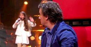 Această fetiţă interpretează un cântec din 1939 atât de bine, încât îi face pe membrii juriului să se întoarcă de la primele note