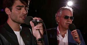 Andrea Bocelli şi frumosul său fiu cântă celebra piesă a lui Ed Sheeran - fanii sunt copleşiţi de această interpretare